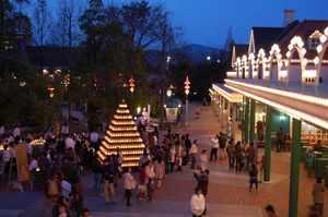 エントランス前広場のキャンドルツリー
