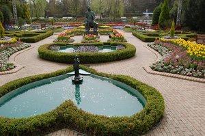 アンデルセンの切り絵の庭