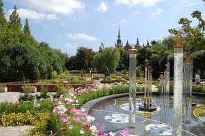 切り絵の庭のバブル噴水
